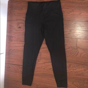 NWT FOREVER 21 | Woman's Black Capri Leggings